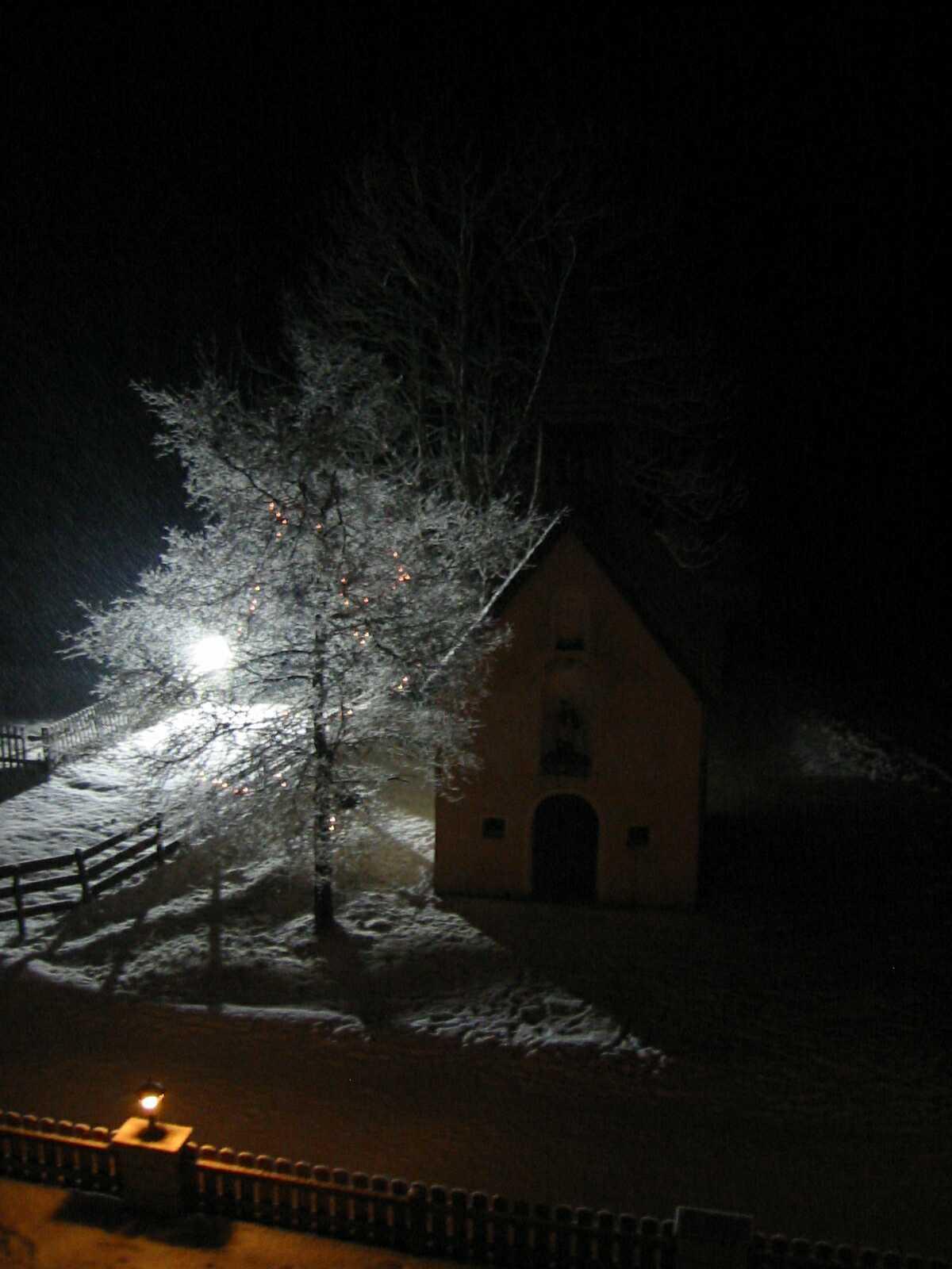 Unsere Kapelle bei Nacht