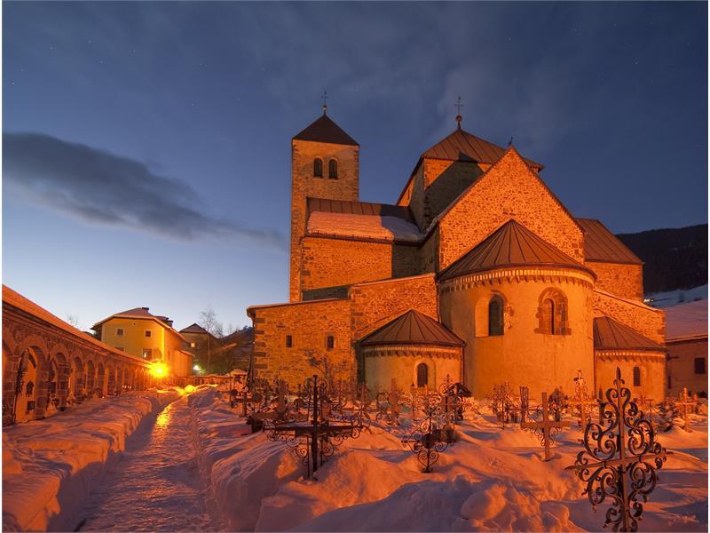 Die romanische Stiftskirche in Innichen