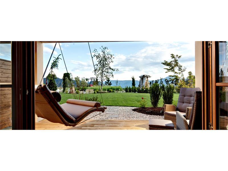 Chalet-Suite: terrazzo-giardino con un lettino doppio