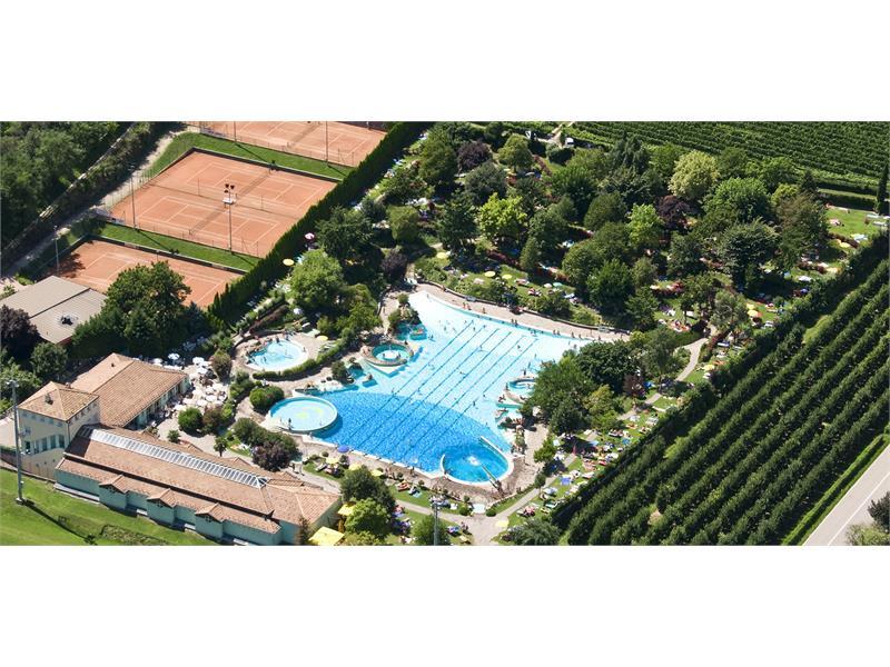 Public Pool - Tennis court - beach volley court