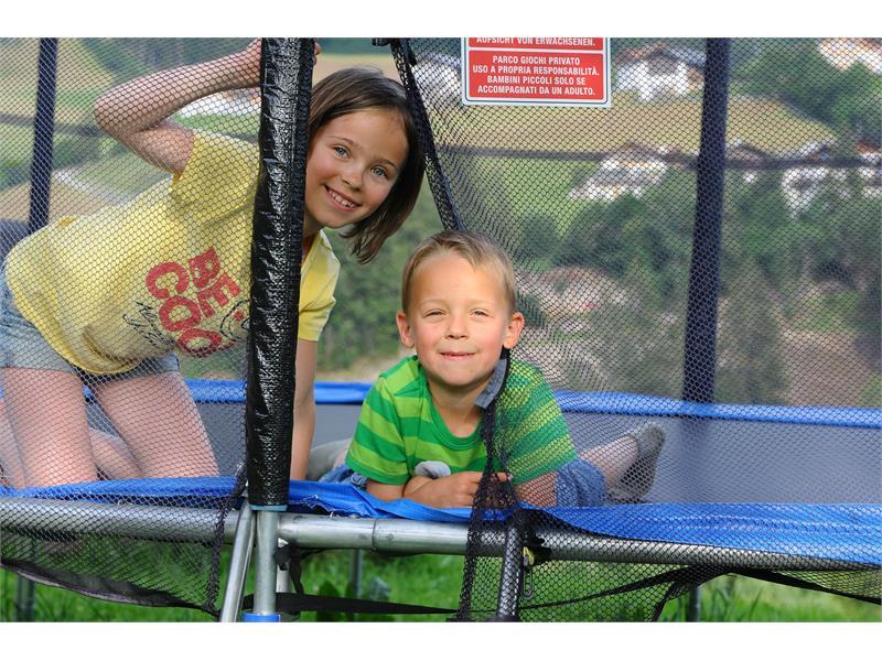 i nostri bambini nel trampolino