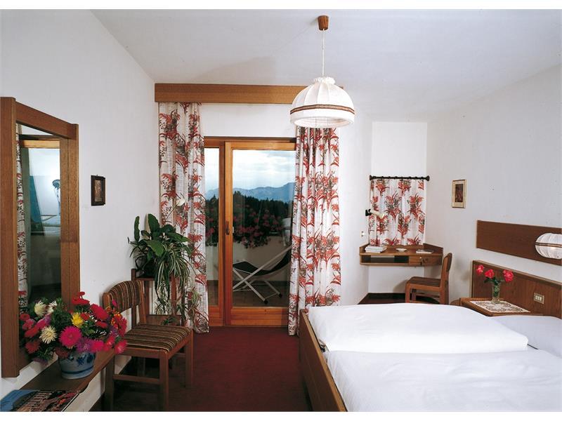Doppelzimmer mit Bad und Balkon
