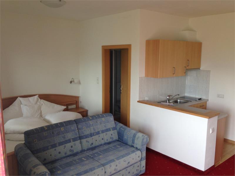 Zimmer im Parterre Typ B mit Terrasse