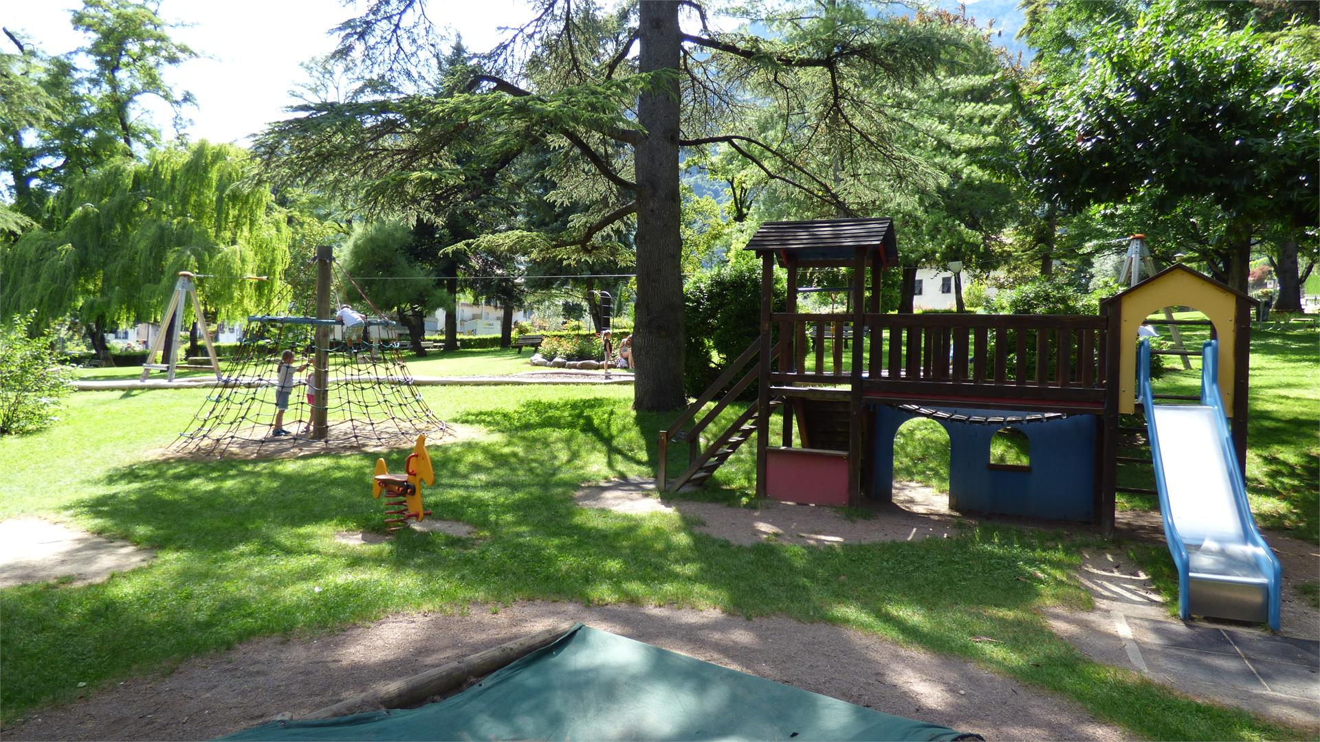Children's playground next to the Minigolf
