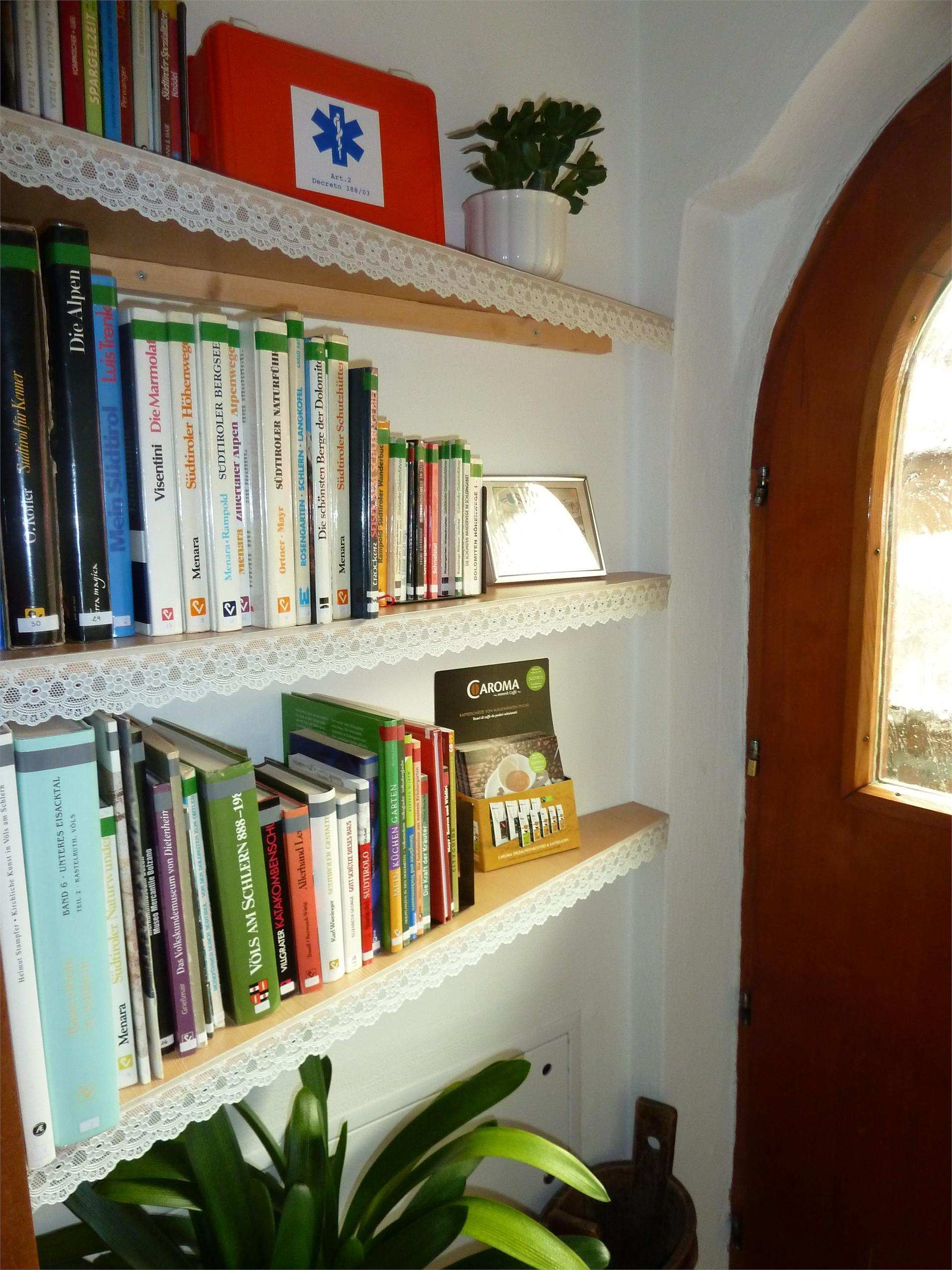 Hausbibliothek- Haus Albert Haselrieder, Völs am Schlern