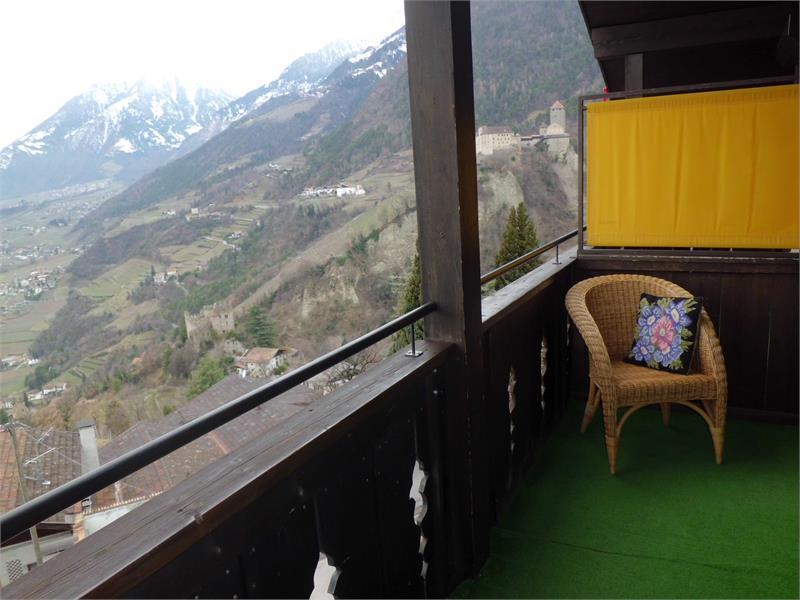 Balkon im obersten Stockwerk