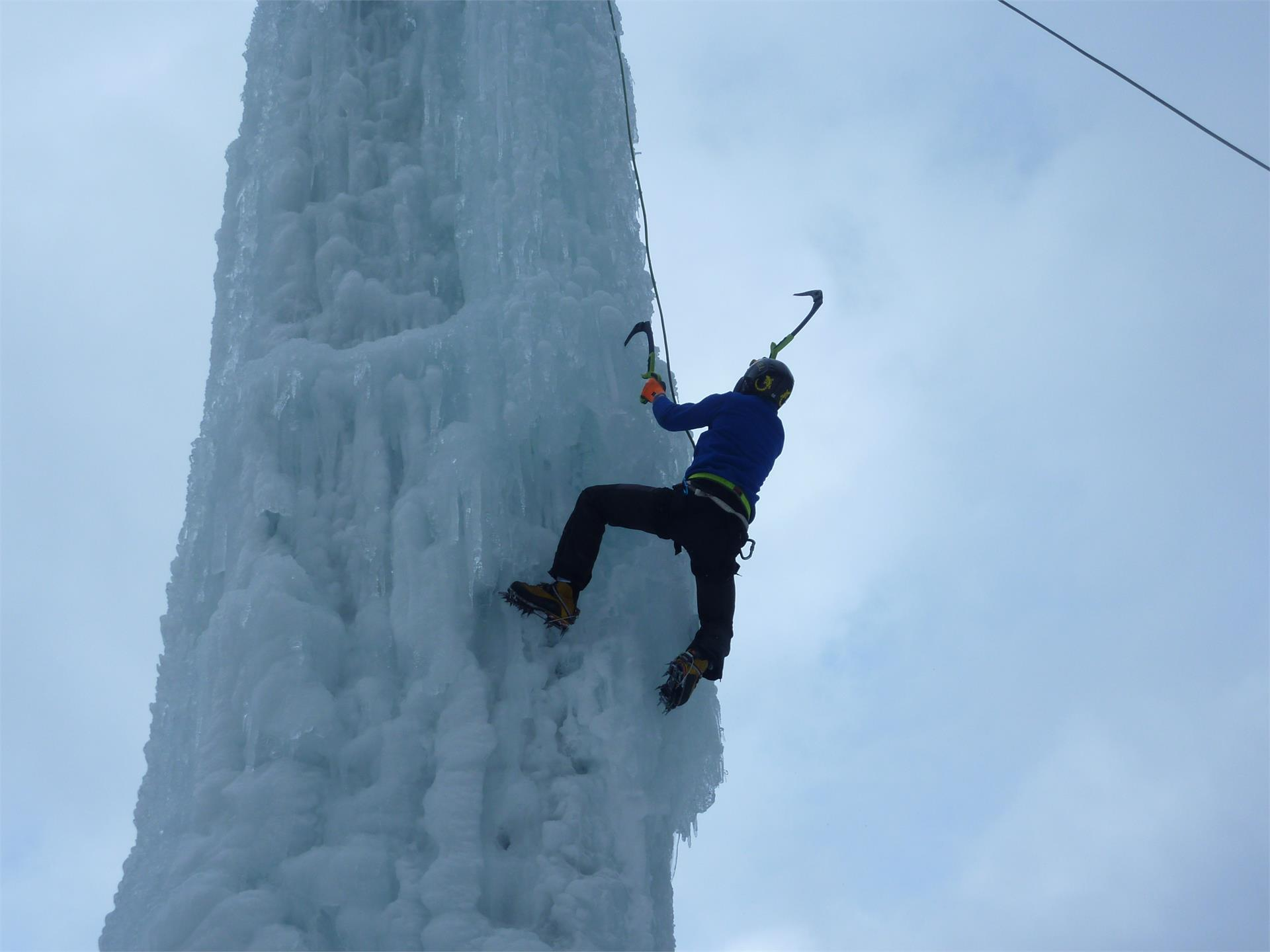 Ice climbing-tower