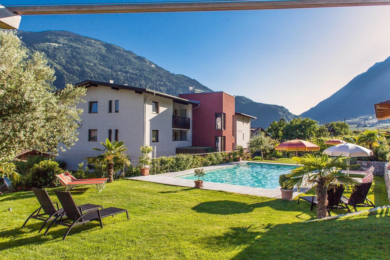 alagundis apartment residence - mit salzwasserpool und mediterraner gartenanalge