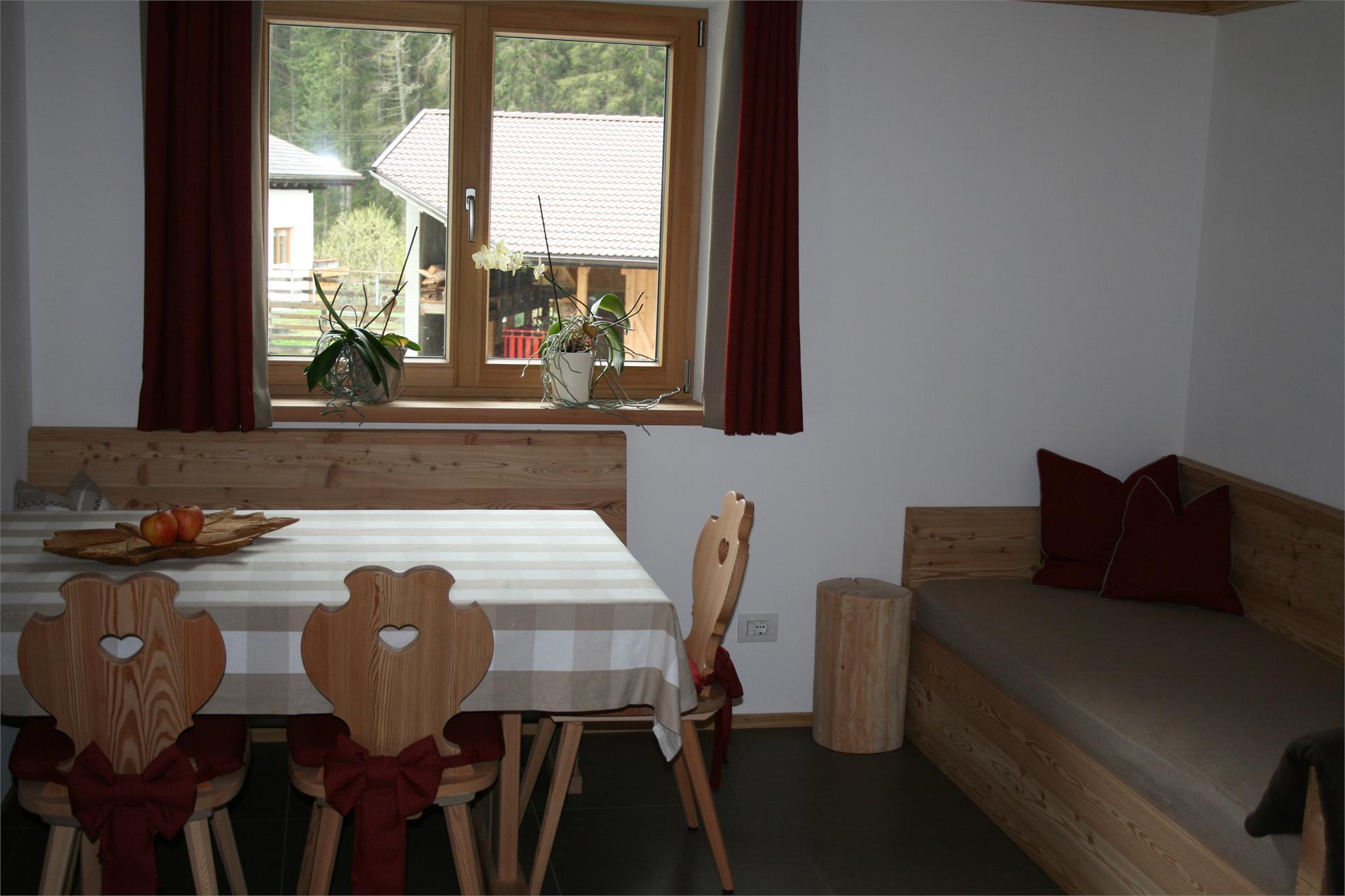 appartamento Karin - tavolo da pranzo e divano