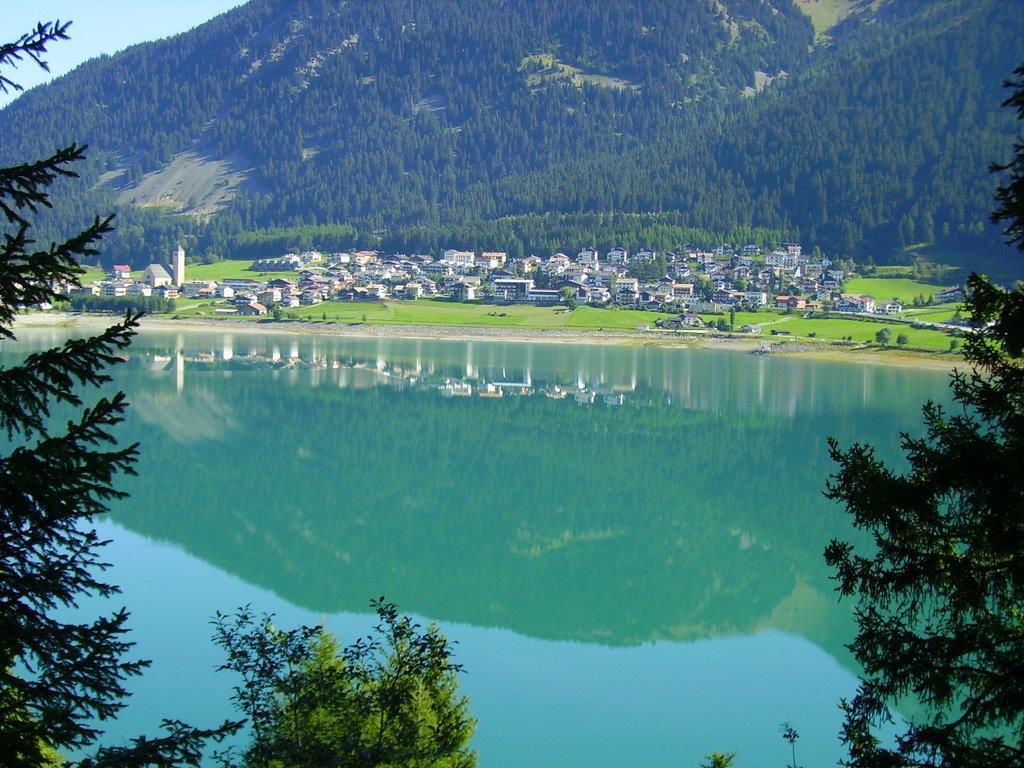Walking around Lago di Resia/Reschensee Lake
