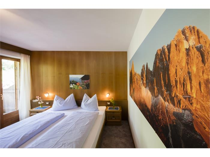 double bed room with Rosengarten view