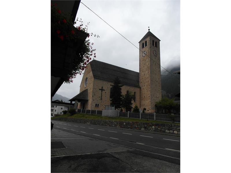 chiesa parrocchiale in estate