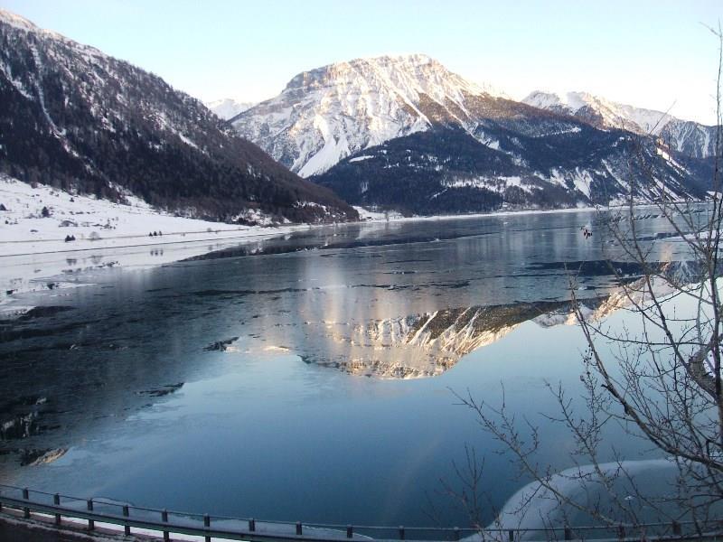 notte fredda per far ghiaccialre il lago