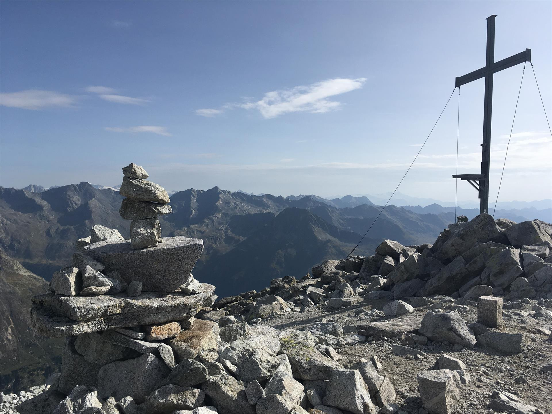 Hiking: Mount Almerhorn 2.986m - Barmerhütte hut 2.610m - Antholzersee / Lago di Anterselva Lake