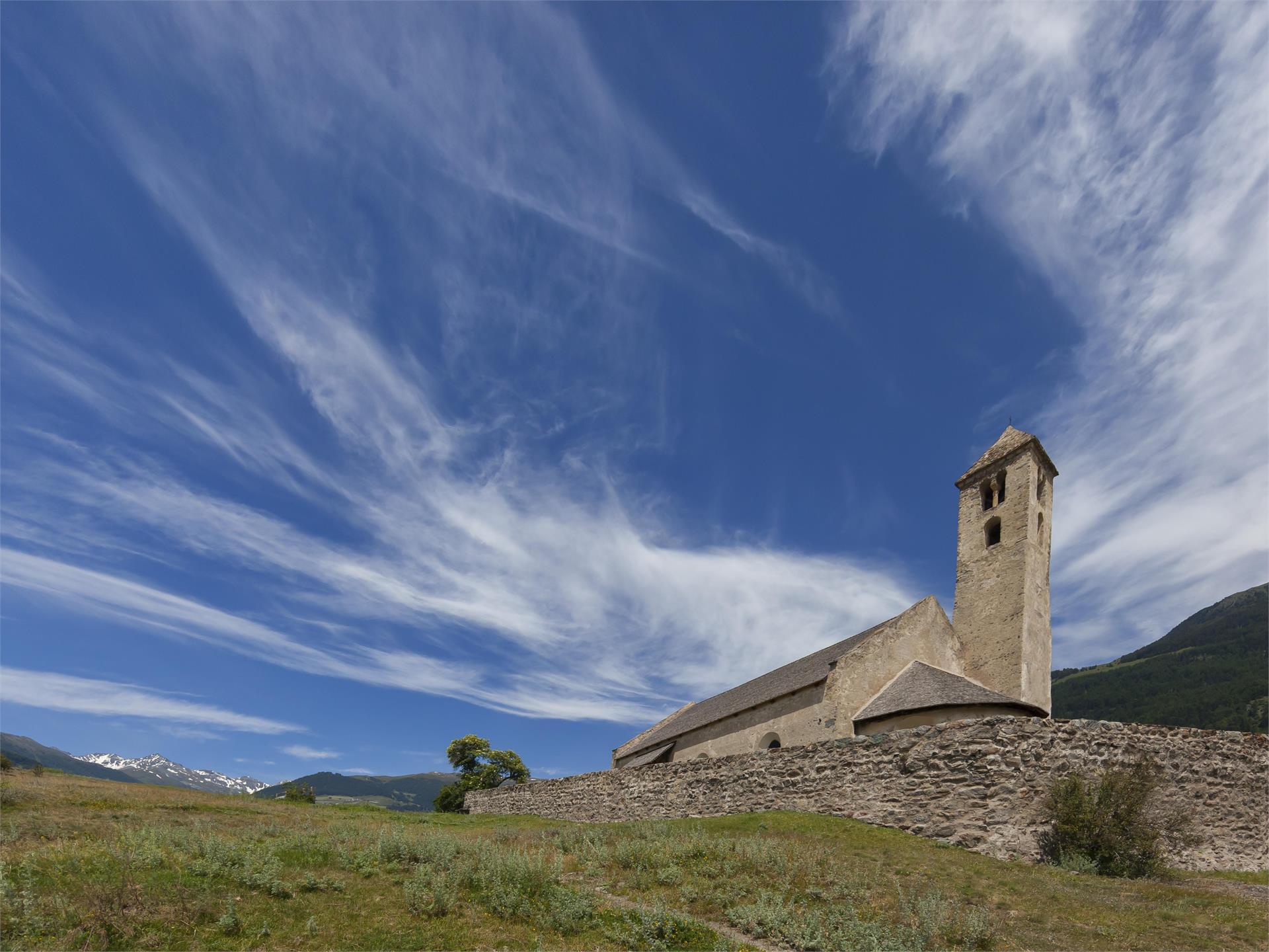 St.-Veit-Kirche und arch. Grabungsstätte