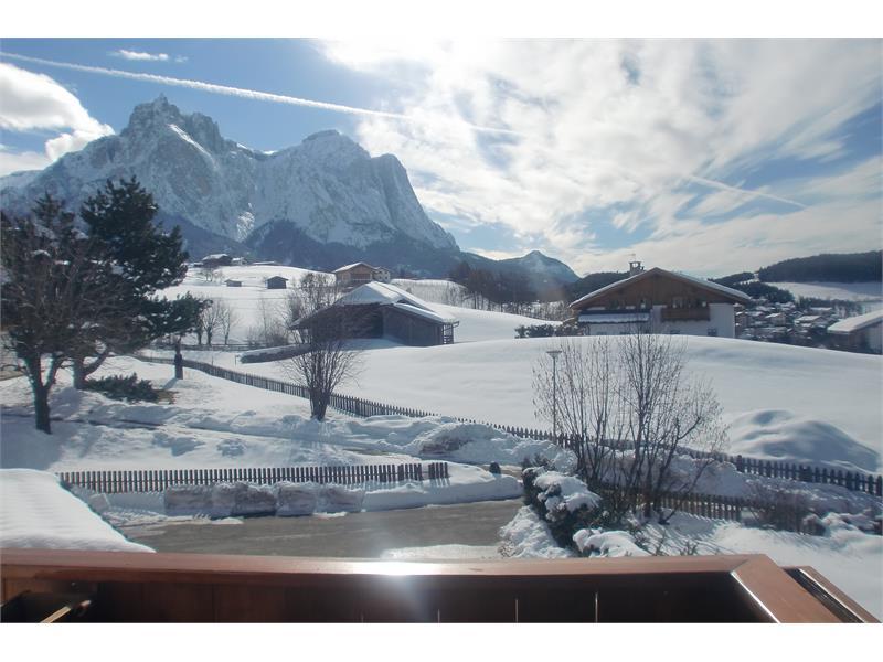 Aparthotel Viktoria Kastelruth Seiser Alm Dolomiten Aussicht Süd im Winter