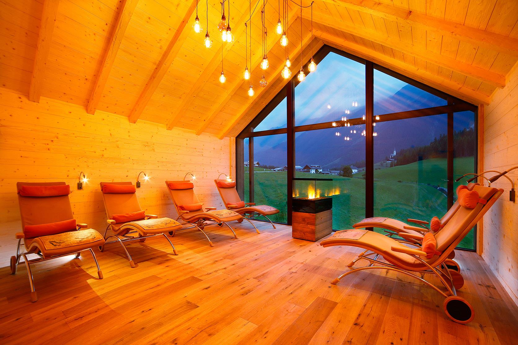 relax room in the panoramic sauna