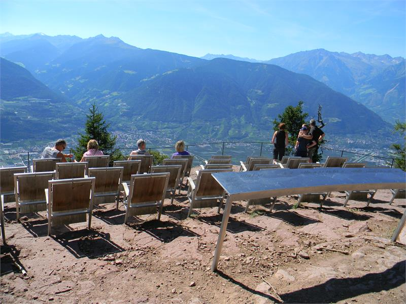 "Enjoy a panoramic view in the natural cinema ""Knottnkino"" in Verano/Vöran"