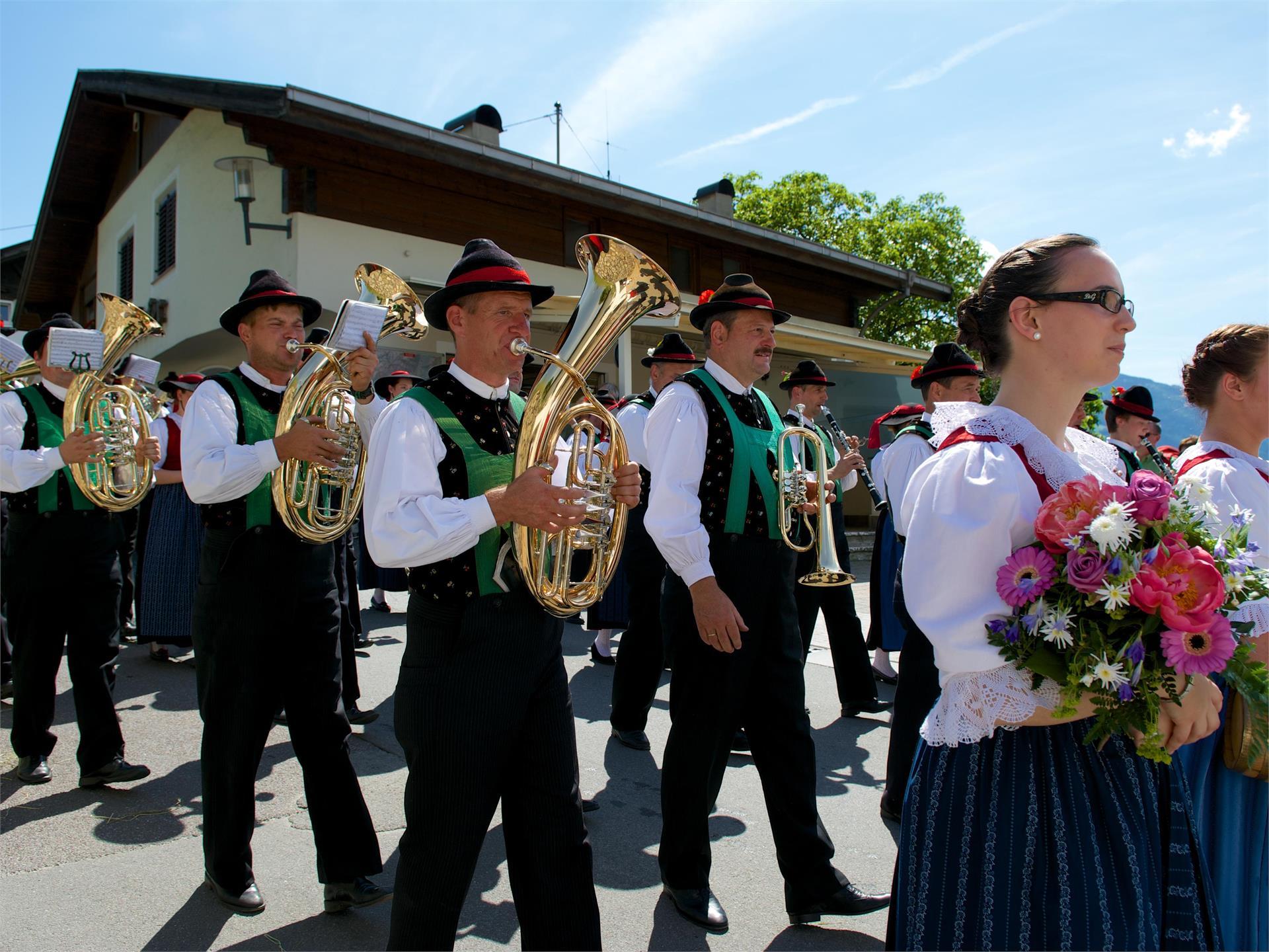 Concerto domenicale della banda musicale di Rabenstein a Scena