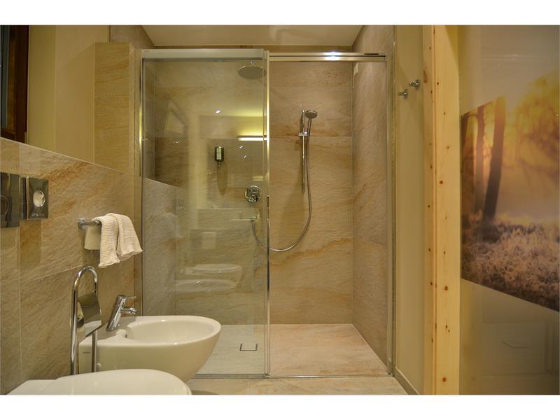 Suite Bio cirmolo bath room