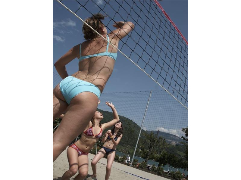 Volleyball spielen am Kalterer See