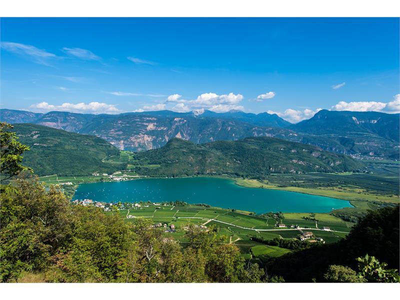 vista panoramica al lago di Caldaro
