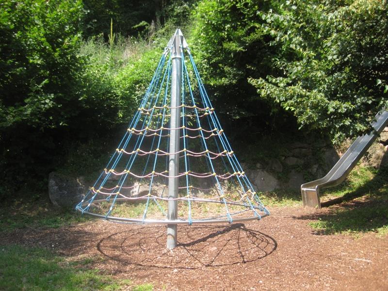 Giostra di cordicelle parco giochi Frassineto