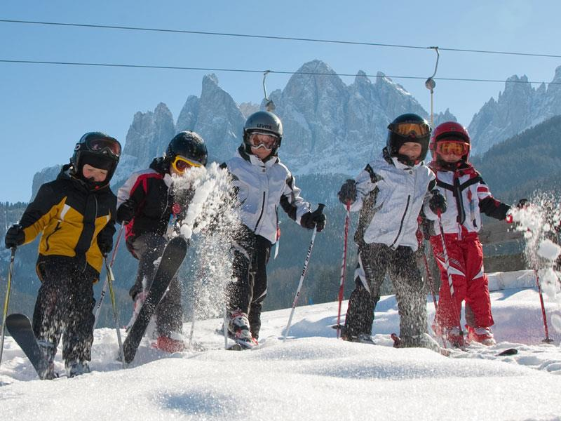 Skiing courses for children