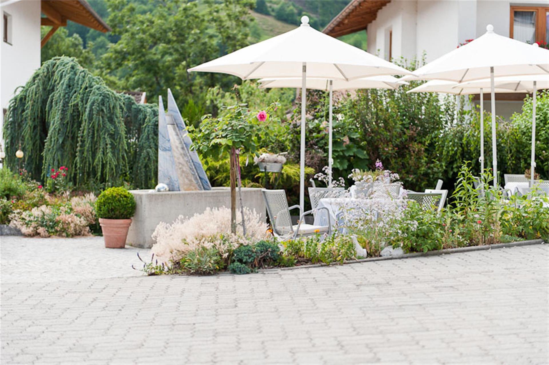 Bar Café con terrazza soleggiata