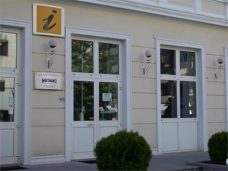 Azienda di cura, soggiorno e turismo Merano a Merano - Gallo Rosso