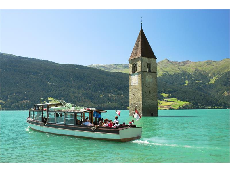 Excursion boat on the lake Reschensee