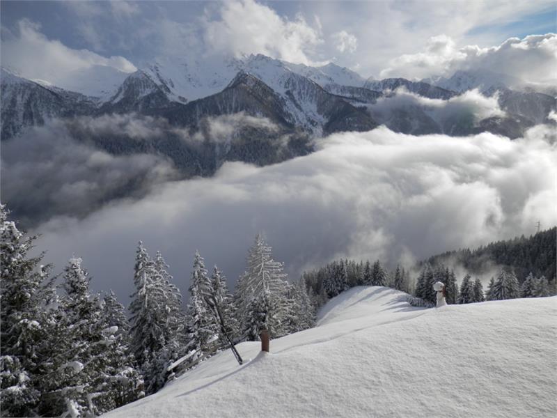 Blick vom Hof auf die Berggipfel der Ultner Berge